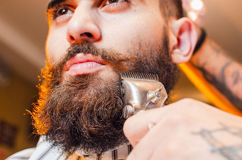 Usando recortadora de barba